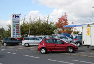 Villabé : La sation-service du centre commercial Carrefour.